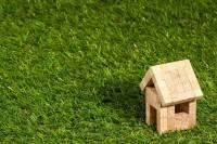 maison dans l'herbe